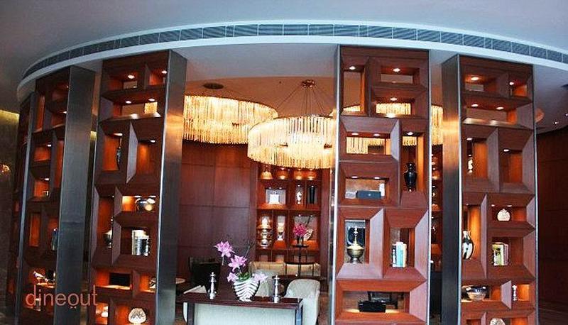 Oval Bar - JW Marriott Palam
