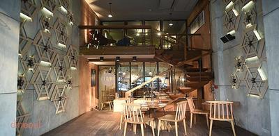 Uzzuri Deli & Bar