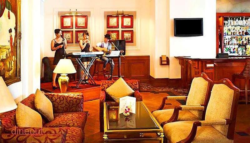 Lounge & Bar - Eros Hotel Nehru Place